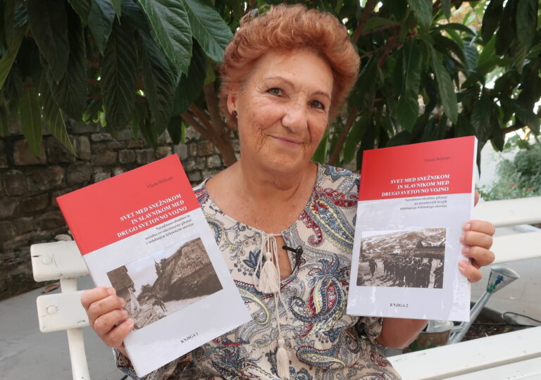 Gospa z dve knjigi