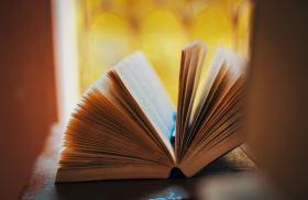 Vabilo na predstavitev knjige: S KNJIGO V VOJNI